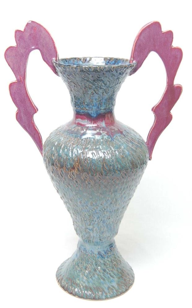 chattered urn